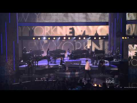 Alicia Keys & Jay-Z - Empire State of Mind (American Music Awards 2009).mpg