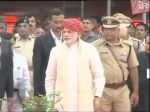 Narendra Modi Following Girls After Leaving His Wife