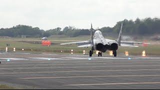 Mig-29 spectacular almost vertical take off RIAT airshow Миг 29 Вертикальный взлёт Air tattoo 4K(Mig29 RIAT15 Copyright TopFelya © Any illegal uploads will be removed Wow, What an amazing powerful takeoff. Old Bird but incredible flight display., 2015-07-26T10:53:59.000Z)