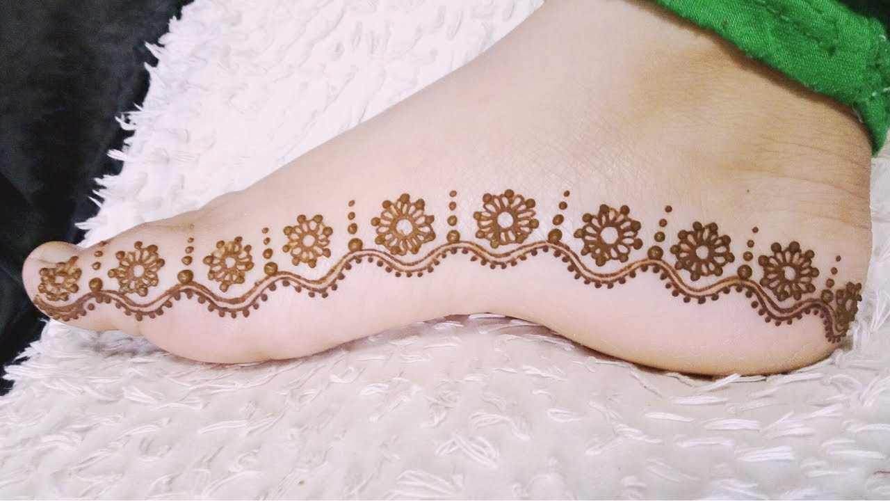 Beautiful and Simple Floral Feet Henna Mehndi Design 2018
