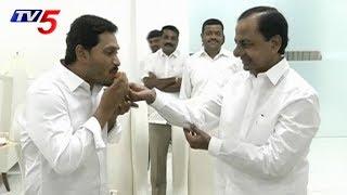 ఇరుగు పొరుగు రాష్ట్రాలు ఇచ్చిపుచ్చుకోవాలి- KCR | YS Jagan | Hyderabad | TV5 News