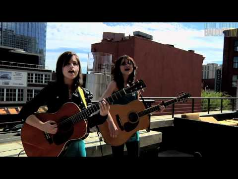 THE COMMAND SISTERS - I WON'T LIE (BalconyTV)