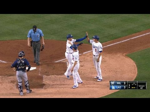 MIL@LAD: Thompson crushes a three-run homer to center
