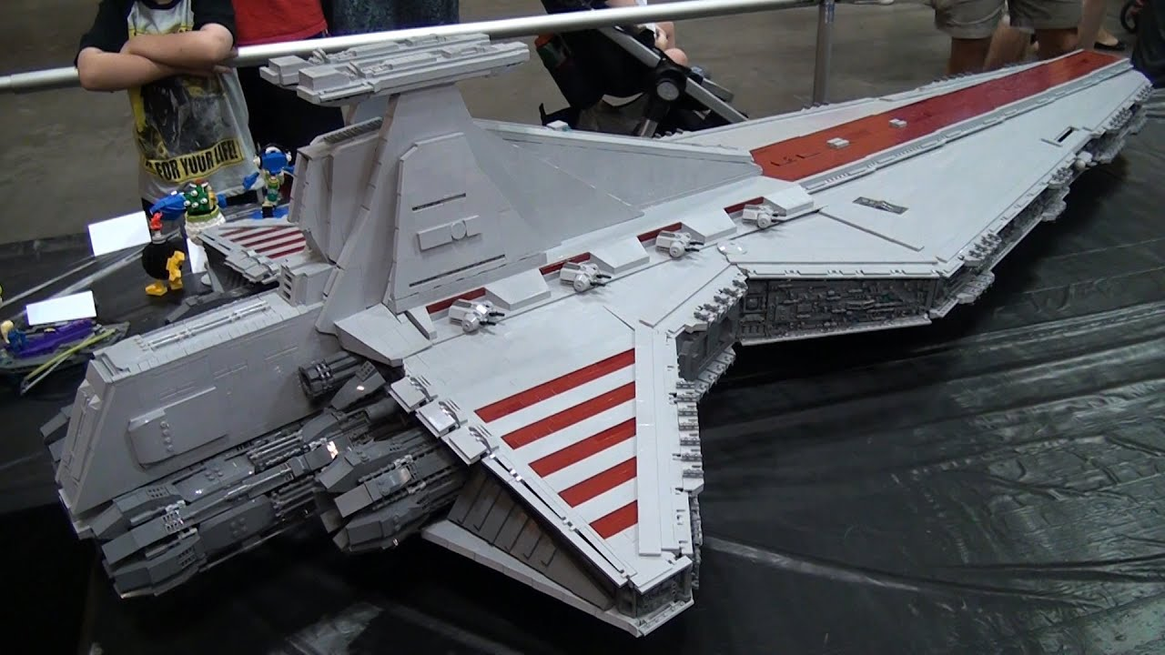 Footlong LEGO Venator Ship Star Wars Brickworld Chicago - Biggest lego ship