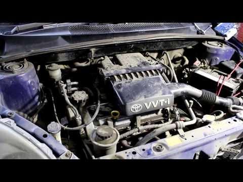 Toyota Vitz  Тойота Витц  SCP10  2000 года Замена приводного ремня и свечей зажигания