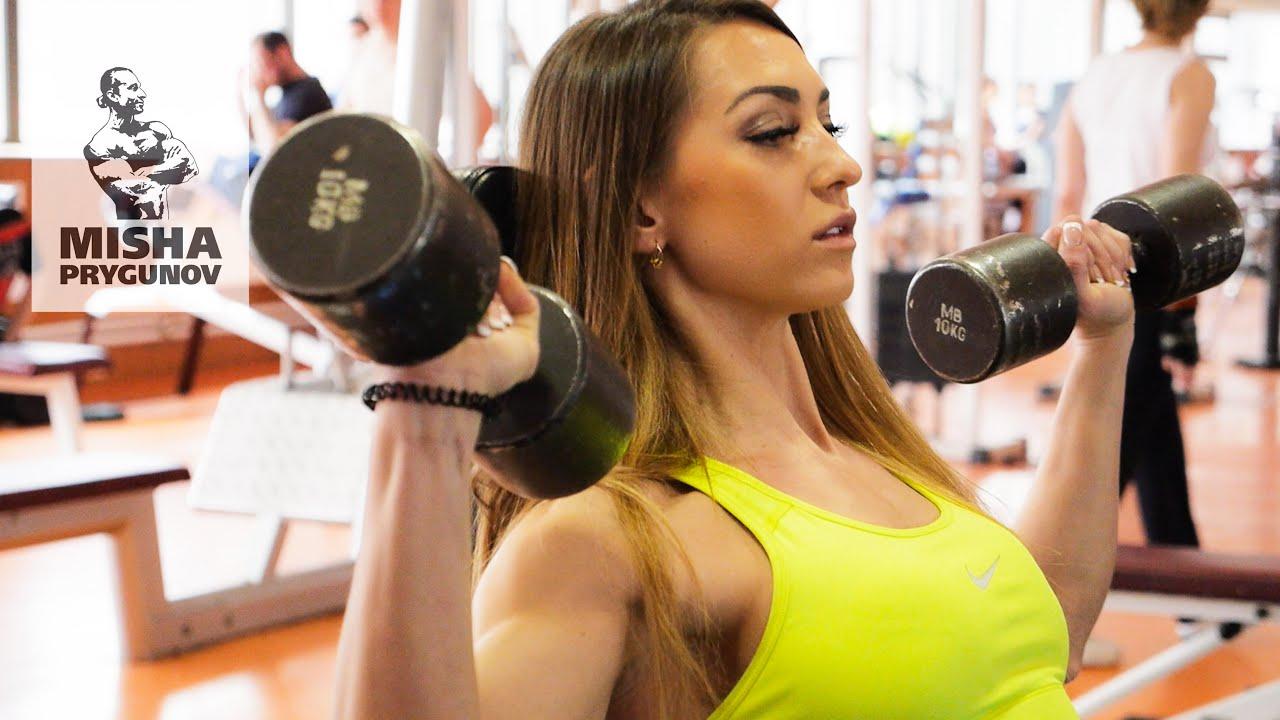 Беговой тренировочный план и тренировка плечи/спина/трицепс. Натали Луговских