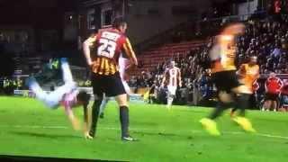 Приемы дзюдо в футболе — допустимая норма?!(Bradford City VS Sheffield United., 2014-10-19T08:59:27.000Z)