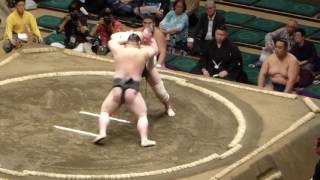 Natsubasho '17 at Kokugikan in Tokyo Makushita , day 3 (16.05.) (l)...