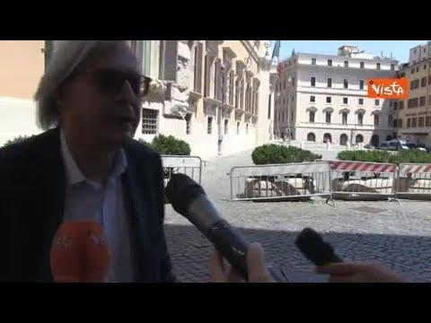 Sgarbi dopo l'espulsione: «Mi hanno impedito di votare, è fascismo»
