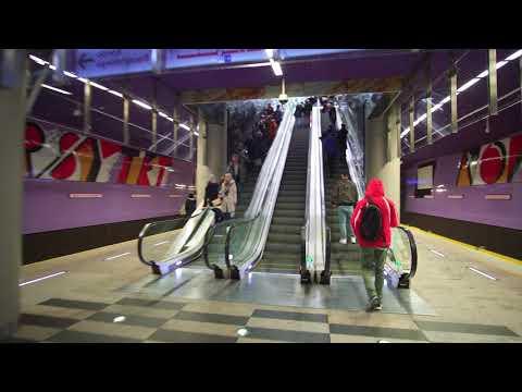 Poland, Warsaw, metro ride from Rondo ONZ to Nowy Świat-Uniwersytet, 3X escalator