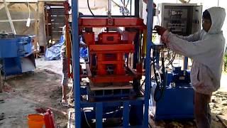 Download Video Mesin paving type RH6E, Setting di Proyek Islamic center kota Ambon.3GP, hub:081216969177 MP3 3GP MP4