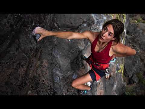 Charley Voorhis takes the 10-24 F/3.5-4.5 Di II VC HLD (B023) rock climbing at Rattlensake Rock.