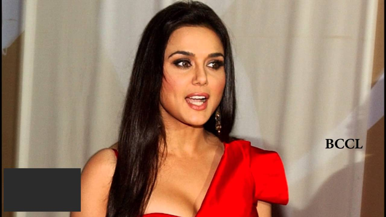 preity-zinta-accidental-boob-exposure