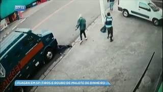 Bandidos roubam malote de carro-forte e atiram em seguranças