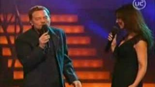MYRIAM HERNANDEZ Y FRANCO SIMONE CANTANDO PAISAJE 2003