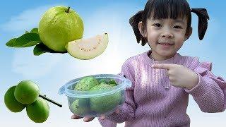 Bé Hái Hoa Quả Và Ăn Thử Trái Mơ Non ❤ AnAn ToysReview TV ❤