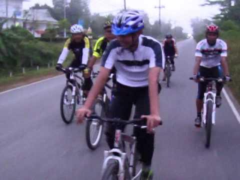 ทีมจักรยานหาดใหญ่ใน-ปั่นไปสนามบิน