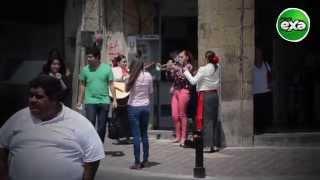 Una chica trompetista te hará sentir muy mexicano