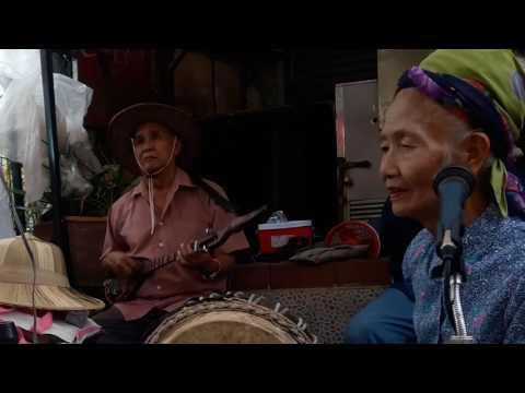 ดนตรีพื้นบ้าน @Chiangmai walking street Thailand ถนนคนเดินวัวลายเชียงใหม่