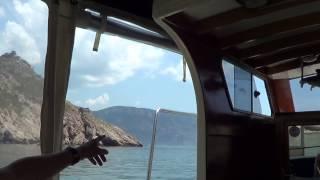 Крым, Балаклава, экскурсия на катере, июнь 2015 (часть 1 из 4)(На парковке нас встретил бодры парень, припарковал нас и предложил экскурсию на катере в Балаклаве и рыбалк..., 2015-07-09T00:07:45.000Z)