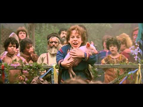 Willow (1988) Nelwyn festival scene