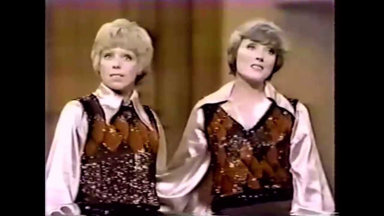 Julie Andrews & Carol Burnett - 60's Medley (live) - YouTube