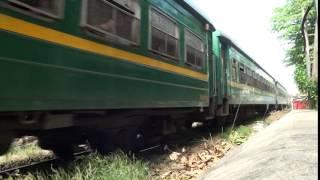 ベトナム国鉄 ダナン駅へ向かう列車