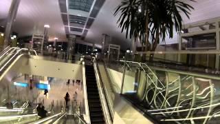 Аэропорт Дубаи - самый большой и красивый  аэропорт, из всех что я видел.