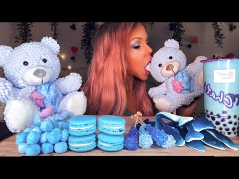 asmr-blue-food-edible-teddy-bear-stuffing,-bubble-tea,-macaron,-rock-candy-eating-show-먹방-mukbang