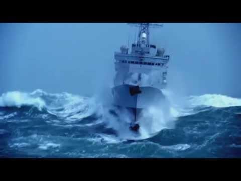 Fregate Française Latouche Treville en pleine tempête de Force 11