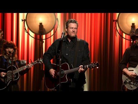 Blake Shelton Performs 'Turnin' Me On'