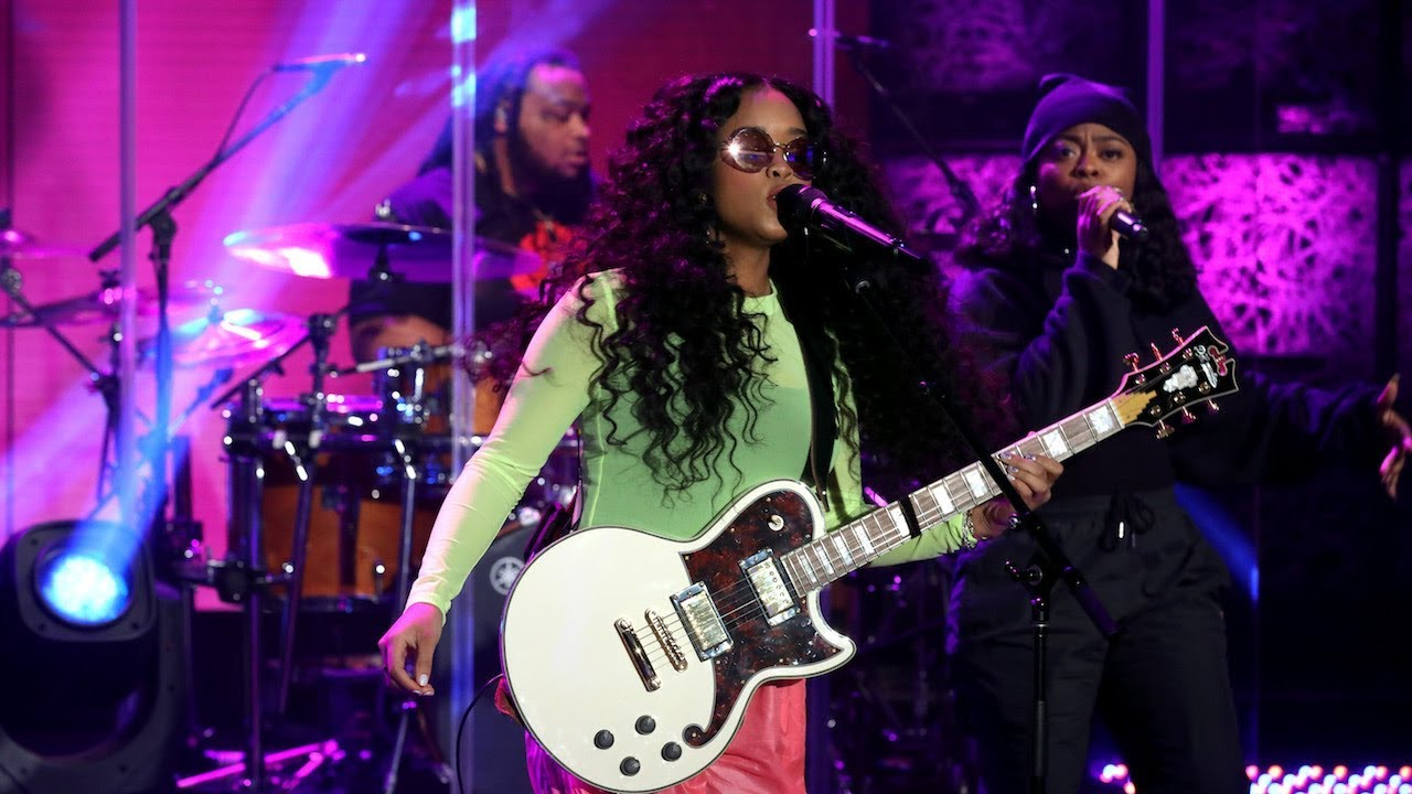 H.E.R. Performs 'As I Am'