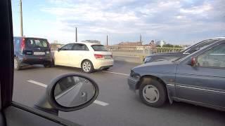 Сразу несколько автомобилей столкнулись на Кантемировском мосту(На середине Кантемировсокго моста (направление движения от Петроградской в сторону Калининского района..., 2014-07-10T05:38:04.000Z)