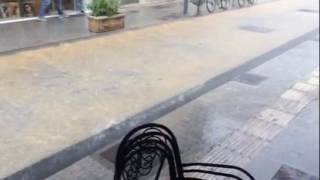 Καταρρακτώδη βροχή στο κέντρο της Τρίπολης
