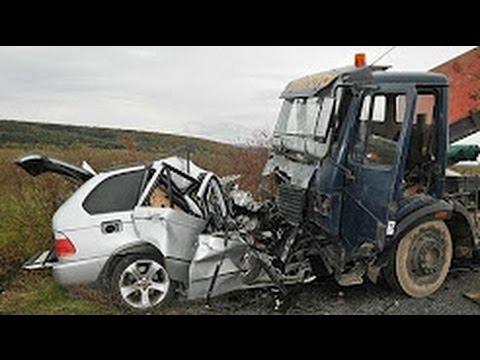Девушка за рулем Mercedes разбила 11 машин во Владивостоке