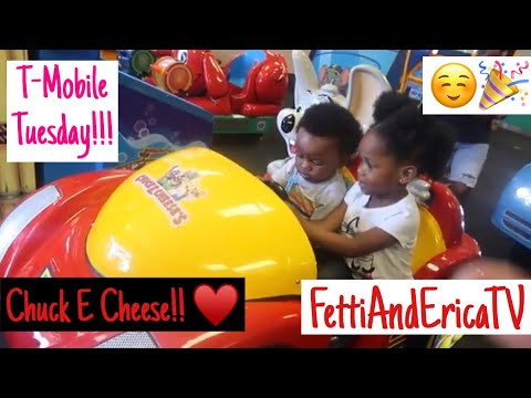 KIDS FIRST TIME AT CHUCK E CHEESE (They Go Wild) T-MOBILE TUESDAY REVIEW!!