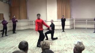 Казаки танцуют лезгинку
