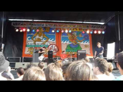 A Place to Bury Strangers - To Fix The Gash In Your Head - Siren Festival 2009 mp3