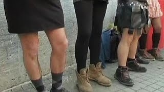 Turkey: Men don miniskirts to denounce violence against women - no comment