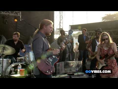 "Tedeschi Trucks Band Performs ""Made Up Mind"" at Gathering of the Vibes Music Festival 2013"