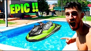 CARRERA DE MOTOS DE AGUA EN LA PISCINA !! *INFLABLE* Makiman