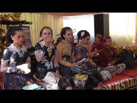Caping Gunung Jenggleng, vokal Dinda, live Pesantren Kediri, Sanggar Dwija Laras SMPN 6 Kediri