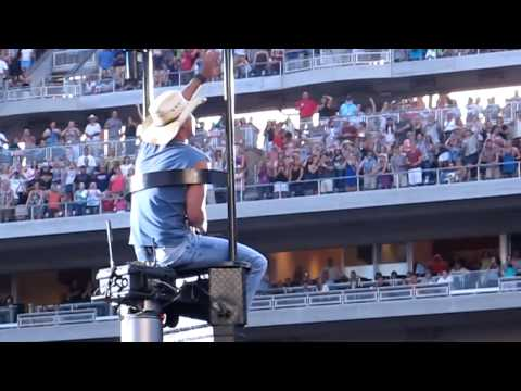 Kenney Chesney Entrance to Target Field