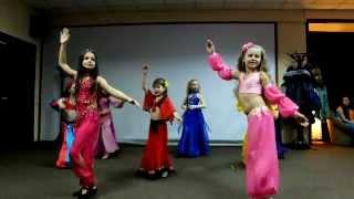 Простой восточный танец малышей So-Ya-So