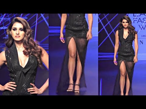 Disha Patani Cleavage Show At Lakme Fashion Week 2018 thumbnail