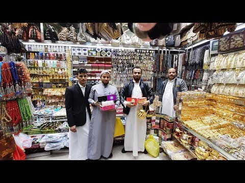 Jeddah memang beda dengan kota-kota lainnya di Arab Saudi, seperti Makkah dan Madinah. Jeddah lebih .
