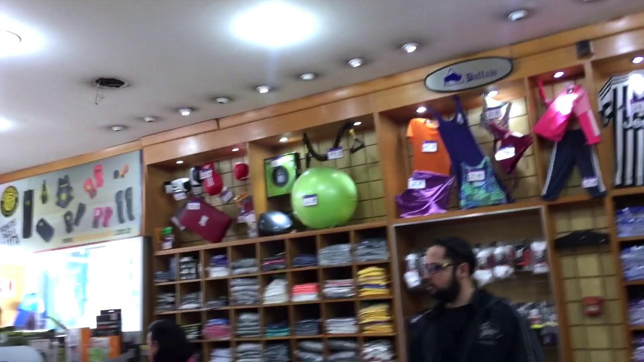 d2ad1d540 Onde comprar camisas em SP (2 de 4)  Zona Livre da 25 de Março - Vestiário  - Iuri Godinho