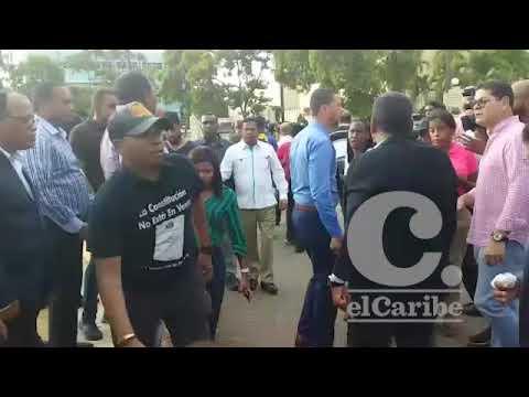 El diputado leonelista Henry Merán, afectado por bombas lagrimógenas en el Congreso