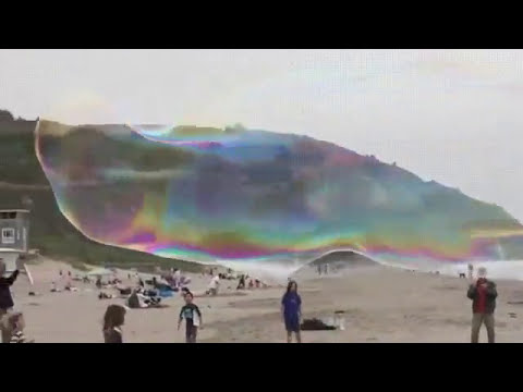 2017 Bubbles show at beach Biggest bubble of the world
