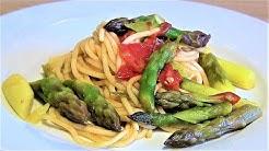 Grüner Spargel Pasta-gebratener grüner Spargel mit Spaghetti und Cocktailtomaten